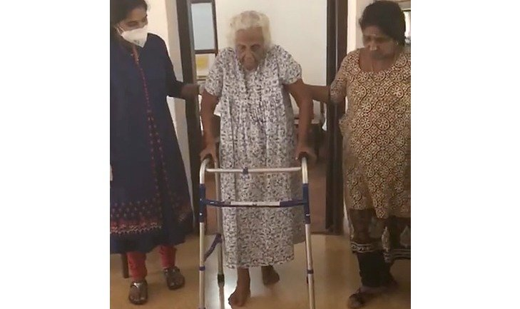 Successful Hip surgery for a woman at the age of 99, mobilized on the same day